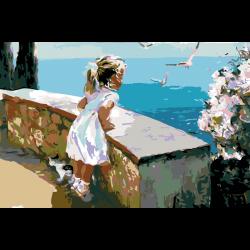 Девочка смотрит на море