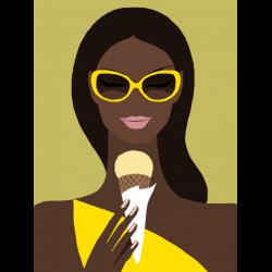 Загорелая девушка с мороженным
